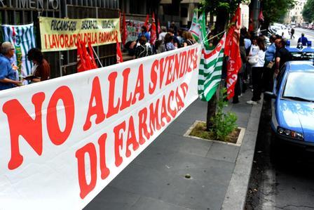 FARMACAP, PROTESTA LAVORATORI DAVANTI ASSESSORATO - FOTO 3